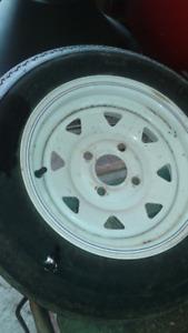 Deux pneus  pour remorque  et jack