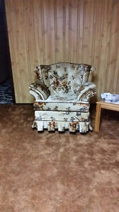 Couch and Chairs London Ontario image 2
