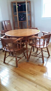 Kroehler Rock Maple table and hutch