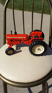 Allis Chalmers D19 Tractor 1:43 Scale 1989 Farm Toy