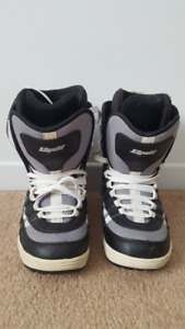 Snowboard boots (size: 8.5)