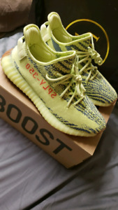 YEEZY 350 V2 FROZEN YELLOW SIZE 10.5 AUTHENTIC IN BOX