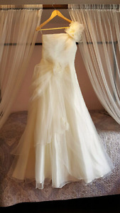 Elegant brand new high quality wedding dress