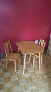 table, chaises