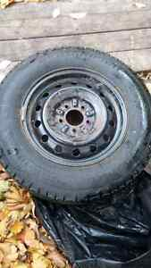 4 excellent winter tires on rims BF Goodrich 205/70 R15 West Island Greater Montréal image 1