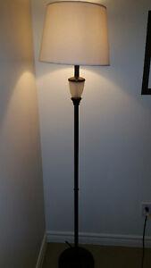 Superbe lampe de laiton sur pied