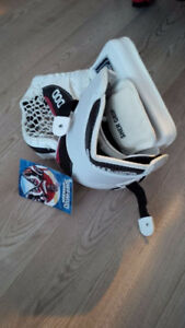 SHER-WOOD GOALIE CATCHER SENIOR MODEL brand new with tags