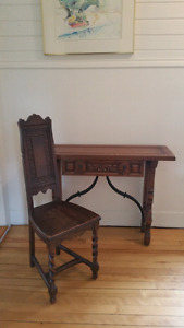 Table et chaise antique