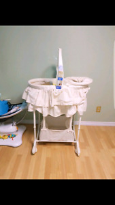 Bassinet/Change table,