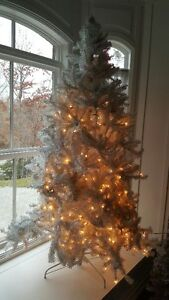 WHITE CHRISTMAS TREE XMAS PRELIT DISCOLORED 6FT TALL IRRIDESCENT