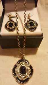 Ensemble collier et boucles d'oreilles/ Necklace and earrings