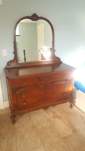 Antique bedroom set in  good condition asking $500.00 or bes