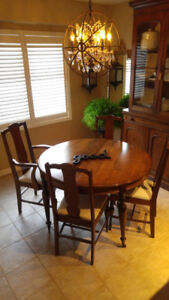 Stunning Dining Table and Six Chairs