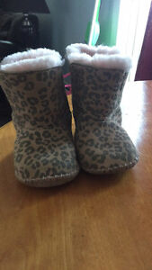 Toddler size 4/5 real uggs