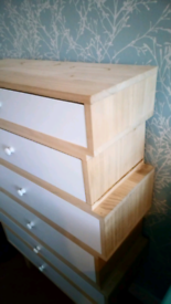 Staggered drawers