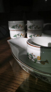 Set of 6 onion soup bowls and 1 oval dish
