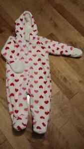 EUC Just like New - Old Navy Girls Fleece Snowsuit (6-12 mos)