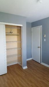Grande chambre à louer non-meublé dans une maison - étudiant(e)