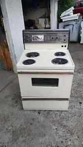 Stove for sale / General Electric @ $110 Dollars!!