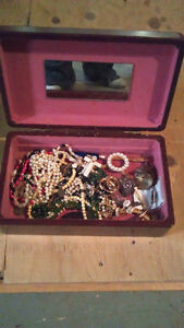 JEWELLERY BOX AND CONTENTS