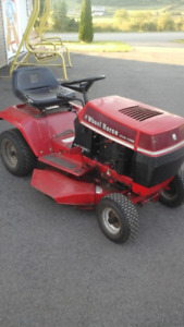 WHEEL HORSE  8HP RIDE ON MOWER