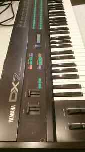 Yamaha DX7 synth synthesizer keyboard
