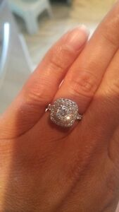 Beautiful Engagement Ring - barely worn