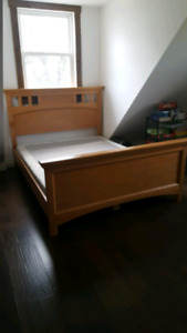 Between essex and kingsville Queen size bed frame 75$