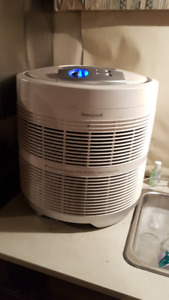 SMALL WINDOW AIR CONDITIONER AND AIR PURIFIER