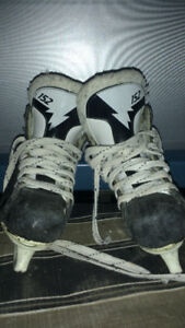 MENS AND BOYS HOCKEY SKATES.. DIFFERENT SIZES