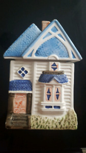 SELLING CERAMIC HOUSE DECOR & other items