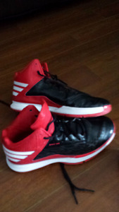 Mens size 7 adidas basketball sneakers
