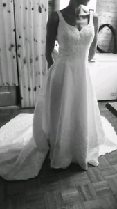 Beautifull wedding dress excellent condition.