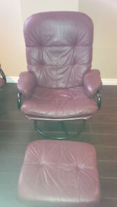 MAROON LEATHER RECLINING CHAIR
