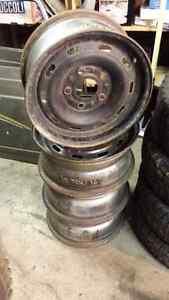 16 inch steel wheels.  16x7 --  5x5.5 bolt pattern