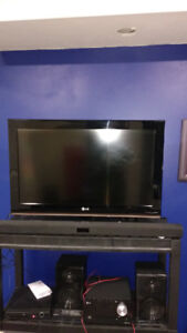 LG 32 in TV with Bluetooth Samsung Soundbar with subwoofer