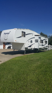 2007 Triple E Topaz 30 Ft. Fifth Wheel