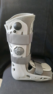 Botte orthopedique de marche gauche medium