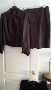 JUPE ET VESTON CUIR DANIERBRUN; LEATHER SKIRT AND JACKET DANIER