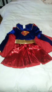 Costume SUPERGIRL/WOMEN costume comme neuf like brand new