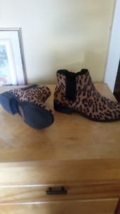LEOPARD BOOTIES SIZE 7 IN PERFECT CONDITION