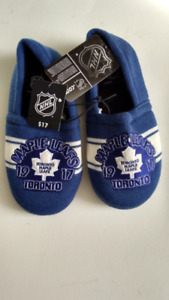 """Maple Leafs Slippers; """"1917""""  men size 7-8..never used"""