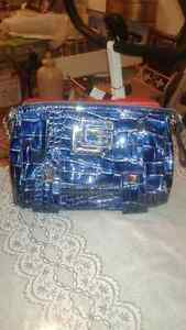 GUESS PURSE - LOW PRICE, BRAND NEW-LIKE, NO TAX Windsor Region Ontario image 2