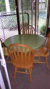 Kitchen table and 4  chairs  Kawartha Lakes Peterborough Area image 2