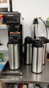 Coffee maker + 4 airpots