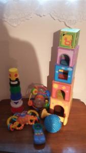 Lot de 7 jouets pour bébés, à Greenfield Park