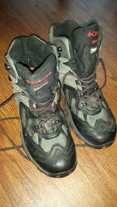 Columbia Men's BM1145 Bugalution Sz 8 Hiking Boots, EXC. COND.