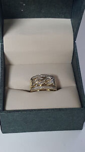 Ladie's 10kt Yellow Gold Ring with 40+ Diamonds Size 6.5