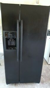 2007 GE side by side fridge withe ice and water dispenser