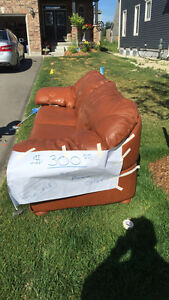 Leather couch - $300 or best offer. - Collingwood ON